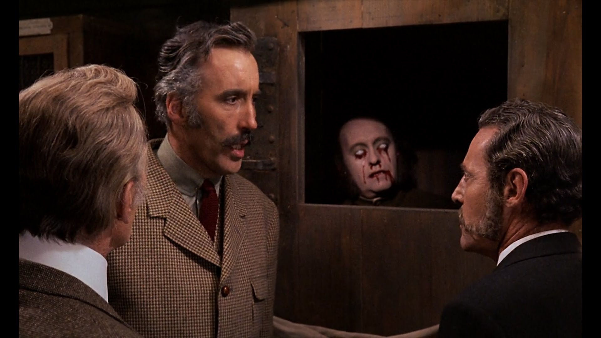 horror express review 2